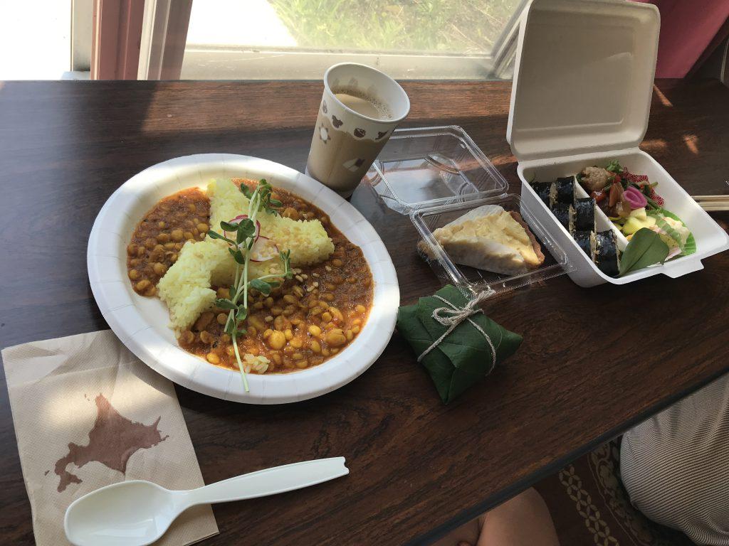 札幌 ヨギ市 ご飯 料理 カレー お弁当 おにぎり キッシュ